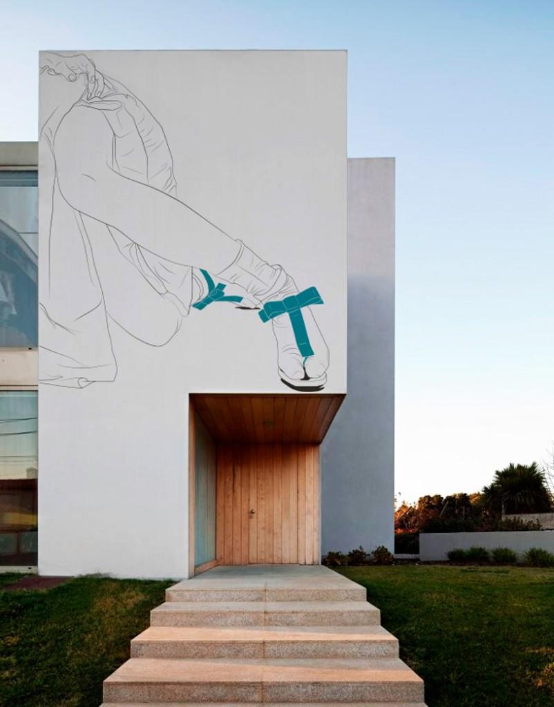 maria-umievskaya-sketches-onto-japanese-house-facades-designboom-02